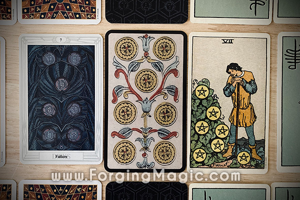 Comparing different styles of tarot